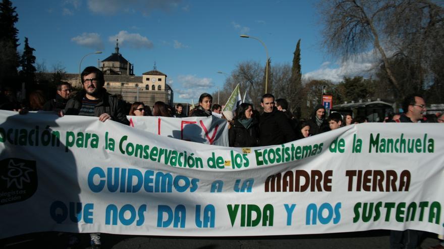ecologistas en acción manifestación en contra ley de caza