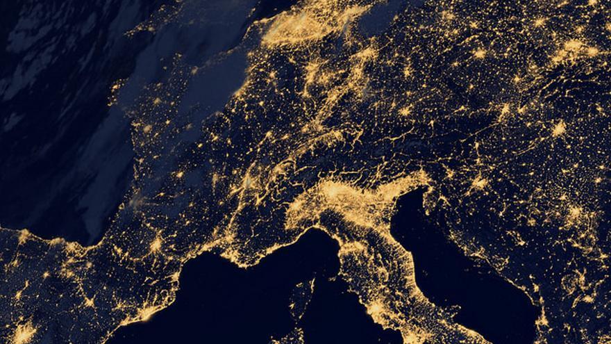 Europa por la noche, vista por la NASA. Foto: NASA Goddard Space Flight Center / Flickr