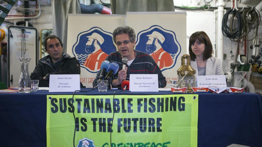 Rueda de prensa en el Arctic Sunrise, barco de Greenpeace, en mayo de 2013. / Markel Redondo / Greenpeace.