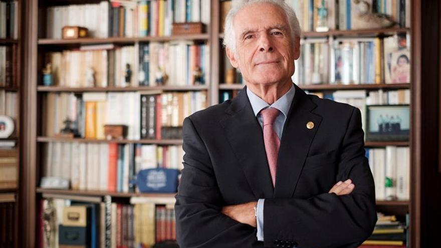 El catedrático de Filología Hispánica Maximiano Trapero. (EFE/Ángel Medina G.)
