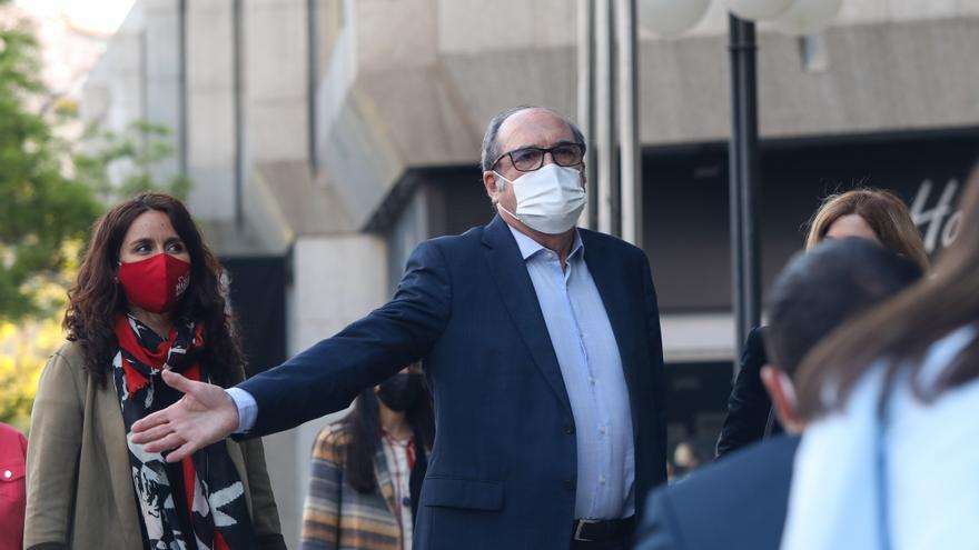 El candidato del PSOE a la Presidencia de la Comunidad de Madrid, Angel Gabilondo, a su llegada al Hotel Princesa Plaza