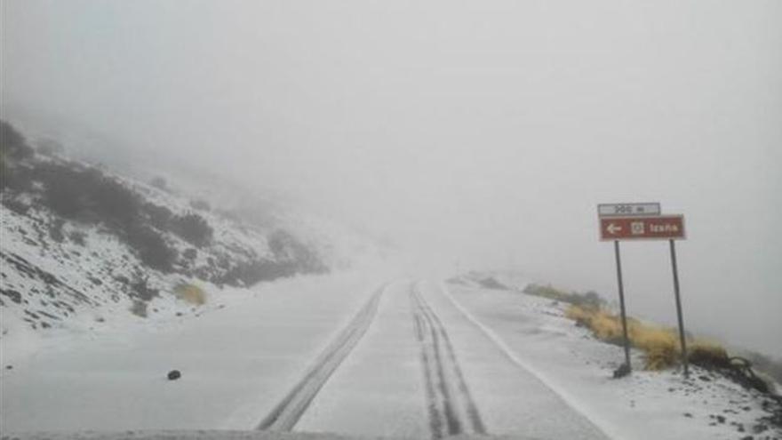 Los senderos cortados en todo su recorrido por presencia de hielo y nieve son los de la zona de La Rambleta.