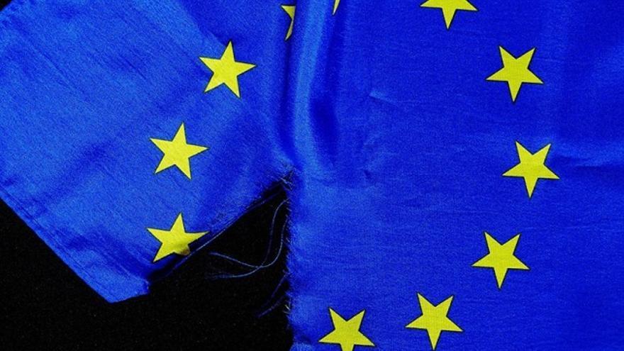 Bandera europea rasgada. (DP).