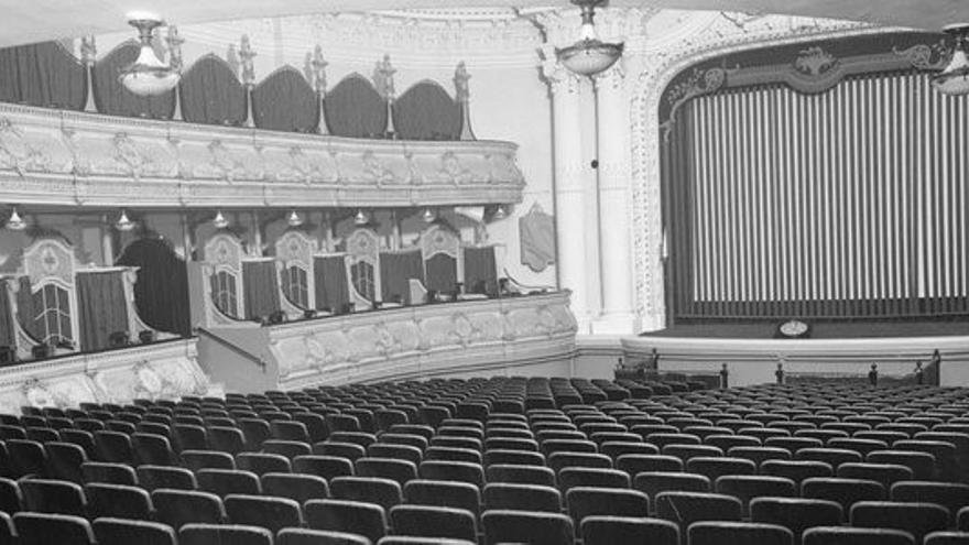 El patio de butacas, los palcos y parte de la escena del Olympia en la época en la que se utilizó como sala de cine