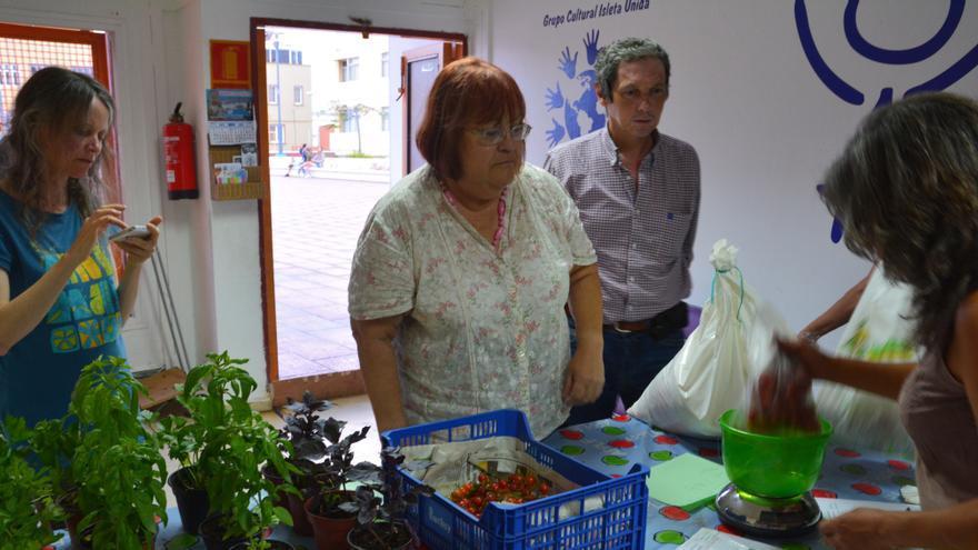 Mercademos en el local social de la Plaza del Pueblo, en La Isleta.