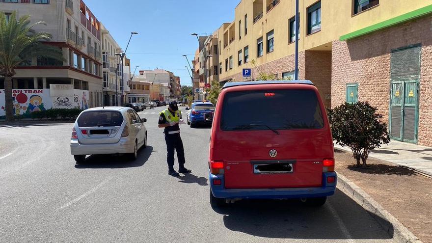 Control policíal en Gran Tajaral, en el municipio de Tuineje.