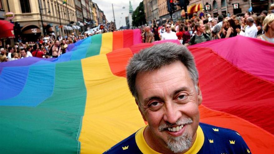 El Orgullo Mundial premiará a Gilbert Baker, diseñador de la bandera arco iris