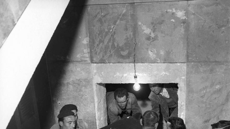 El régimen franquista ordenó trasladar restos de víctimas a las criptas del Valle de los Caídos / EFE