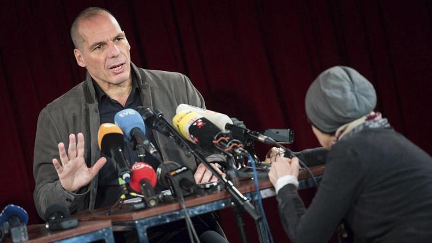 El exministro griego Yanis Varufakis ofrece una rueda de prensa sobre la presentación de su Movimiento.