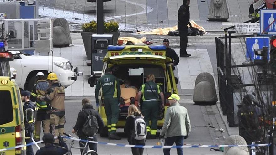 Aumentan a cinco los muertos por el atentado con un camión en Estocolmo