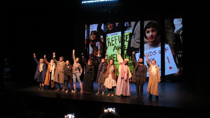 Refugiados representados en diez idiomas conmueven al Santiago a Mil en Chile