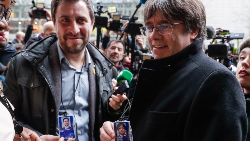 El TC mantiene las órdenes de busca y de prisión para Puigdemont y Comín