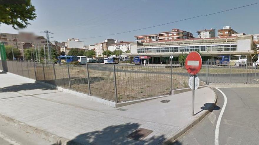 Explanada, en la estación de autobuses de Plasencia, donde se instalaría el Burger King / GOOGLE MAPS