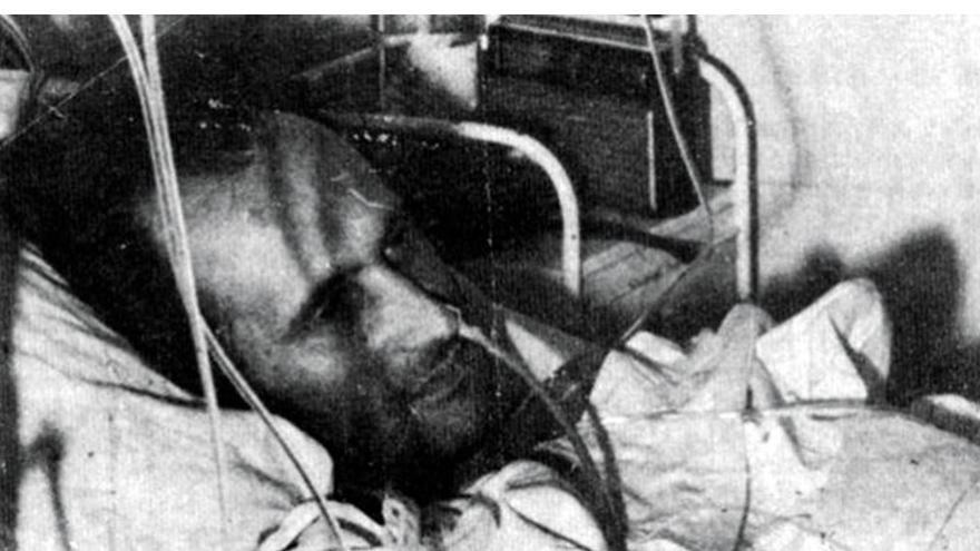 Antonio Cubillo, tras el atentado sufrido en Argel.