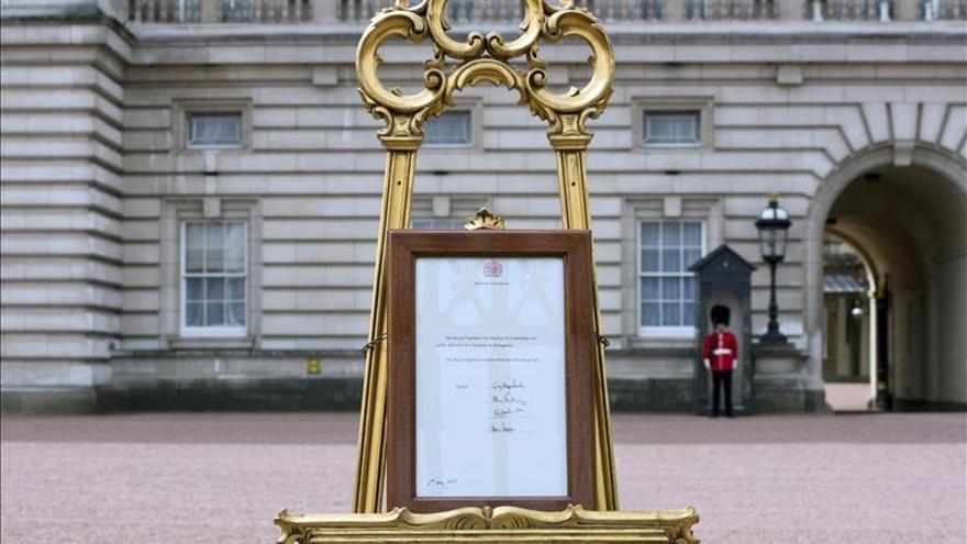"""El príncipe Carlos y Camilla, """"encantados"""" con el nacimiento de su nieta"""