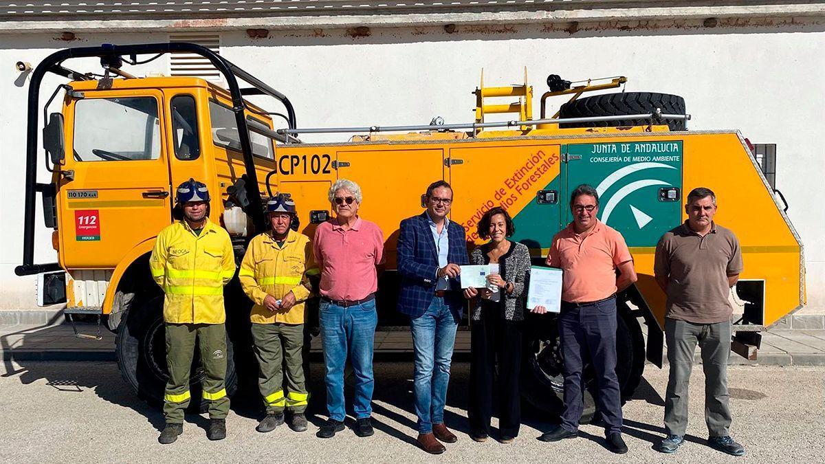 Entrega del camión contra incendios a Hornachuelos