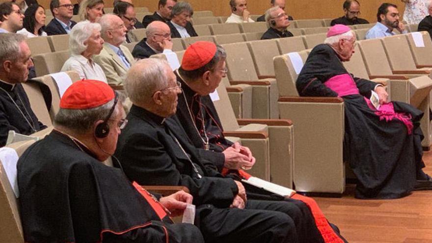 Rouco Varela (en el medio) y el cardenal Burke, en el encuentro del sector ultraconservador, crítico con el papa Francisco.