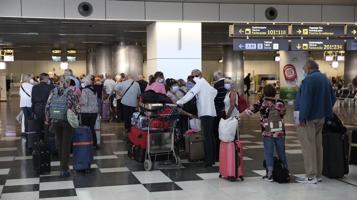 Aeropuerto de Gran Canaria unos días antes de Semana Santa. (ALEJANDRO RAMOS)