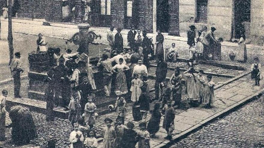 Imagen de 1895 de la plaza de San Gregorio, actual plaza de Chueca | Foto: FRANZEN