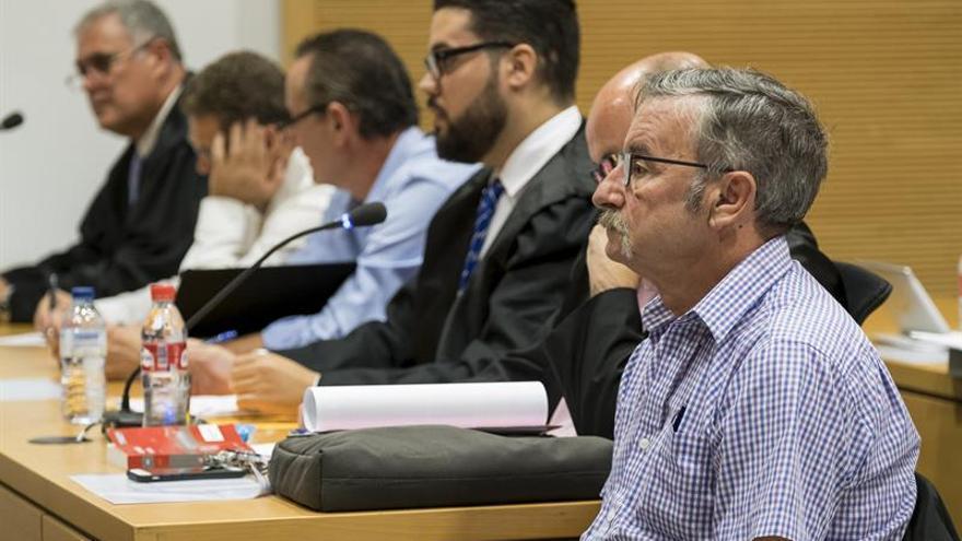 La Audiencia de Las Palmas acoge desde hoy el juicio ante Jurado contra diez guardias civiles para los que la Fiscalía pide penas de hasta 18 años de cárcel.