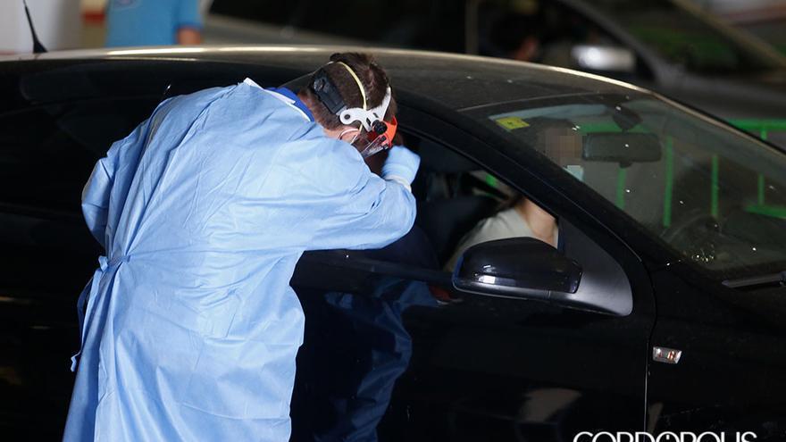 Pruebas de Covid en el Carlos en el autoCovid del Carlos Castilla del Pino   ÁLEX GALLEGOS