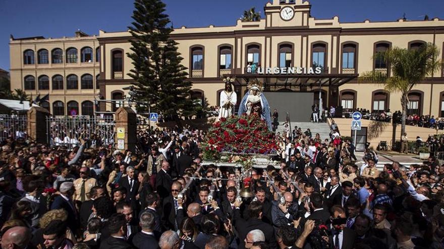 Miles de personas acompañan a Jesús Cautivo de Málaga en su traslado