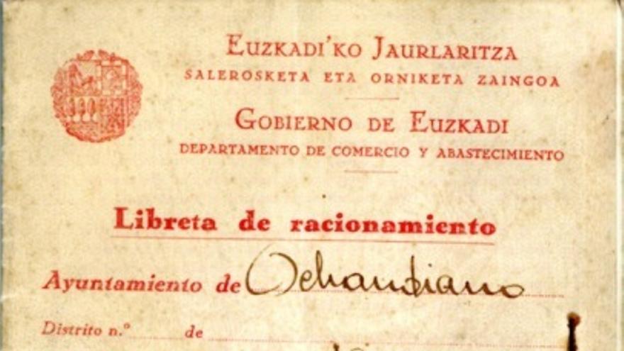 Portada de una tarjeta de racionamiento recogida en Otxandio en abril de 1937 a nombre de Tomás Amondarain