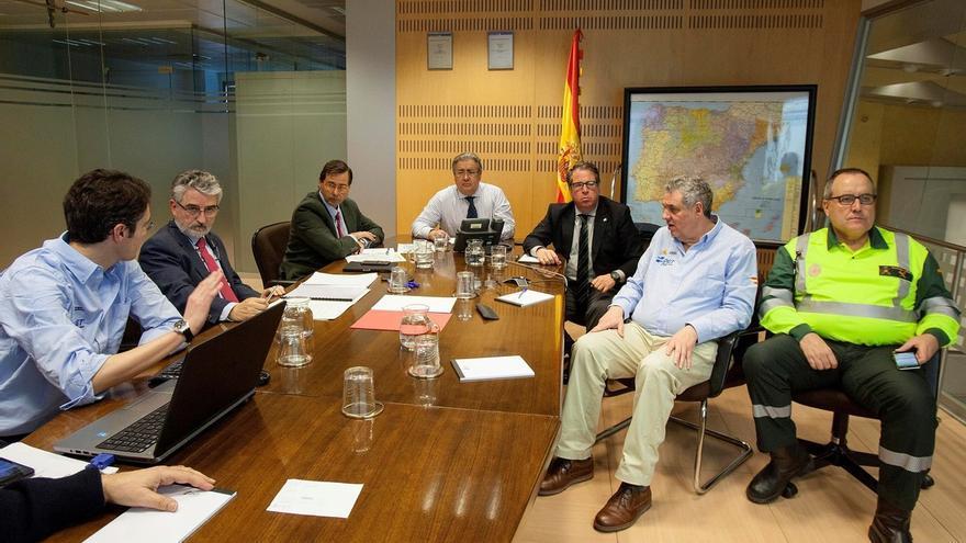 El 'comité de crisis' de la AP-6, con Zoido y Serrrano, en la reunión mantenida a principios de enero, un día después de que sucediese todo