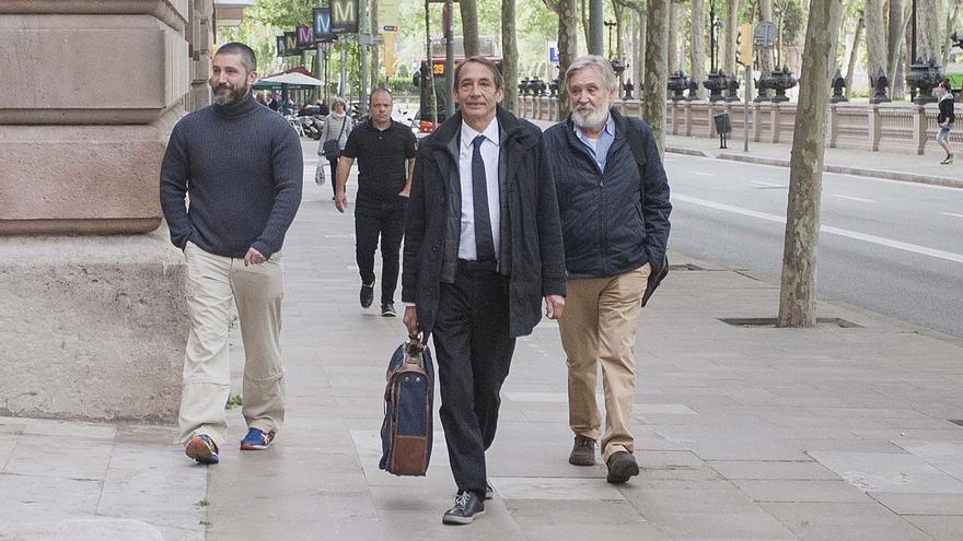 El exconsejero delegado de Adigsa, Josep Fontdevila (d), a su llegada a la Audiencia