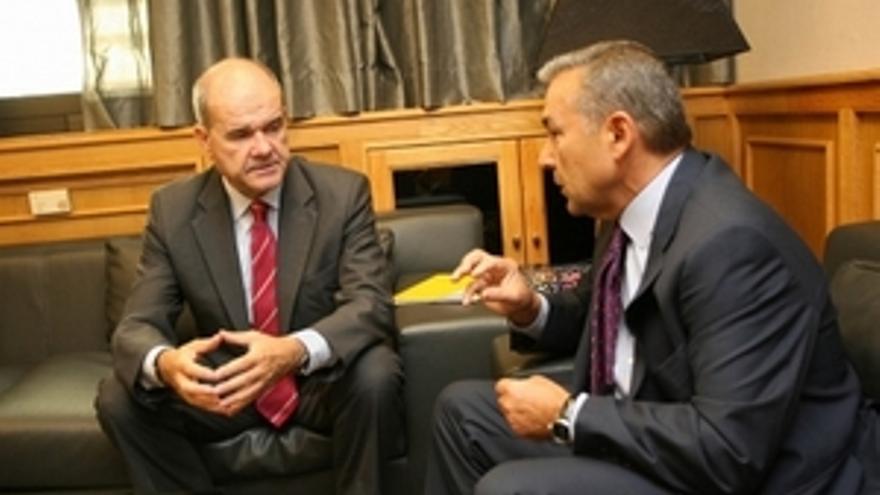 Chaves desvincula el Plan Canarias de los Presupuestos de 2010