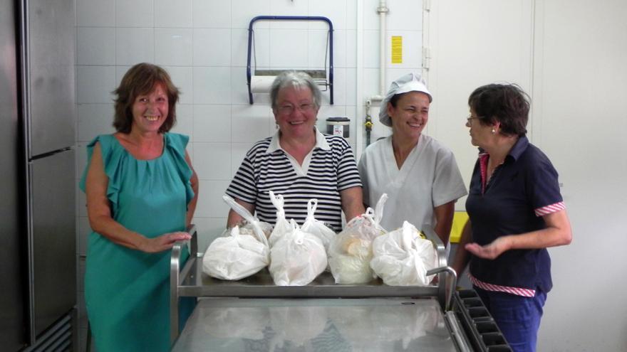 Voluntarias del comedor escolar de verano de Castro Urdiales.