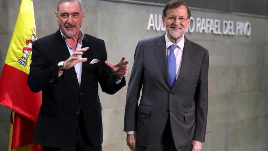 """El libro de Mariano Rajoy reúne al """"nuevo"""" y al """"viejo"""" PP"""