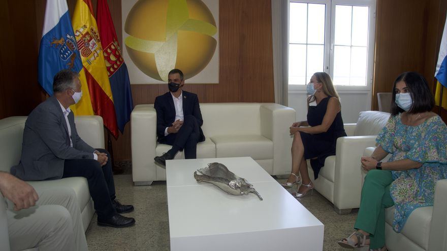 La prórroga de los ERTE, la inmigración y la cuarentena de Reino Unido centran la reunión entre Pedro Sánchez y Ángel Víctor Torres en Lanzarote