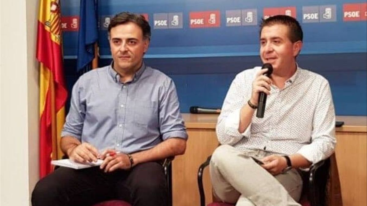 Jesús Perea (izquierda), junto al presidente de la Diputación de Albacete, Santiago Cabañero