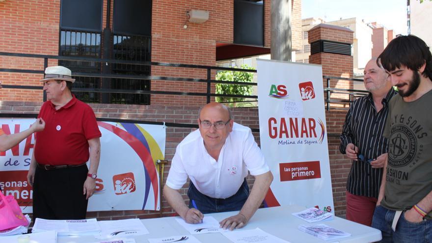 Los candidatos y candidatas de Ganar Molina han firmado su código ético ante el ayuntamiento