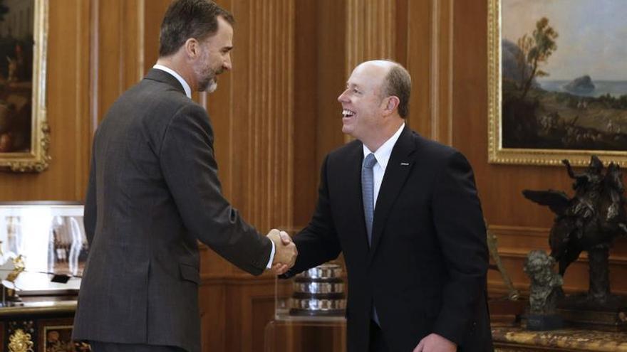 El Rey, con el director de operaciones de Microsoft