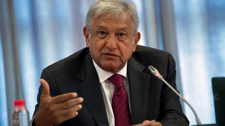 López Obrador supera 2-1 al PRI en intención de voto presidencial en México