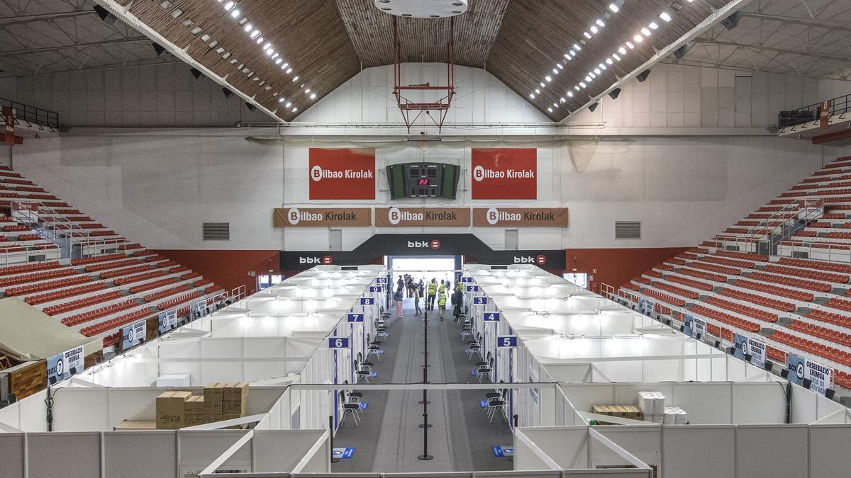 Vacunódromo abierto en el pabellón de La Casilla de Bilbao