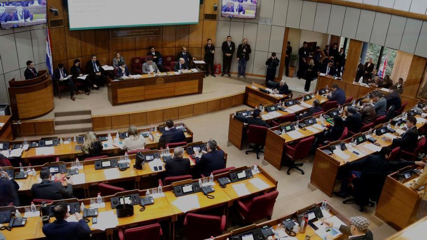"""Diputado paraguayo tensa sesión con referencia a """"putitas con escapulario"""""""
