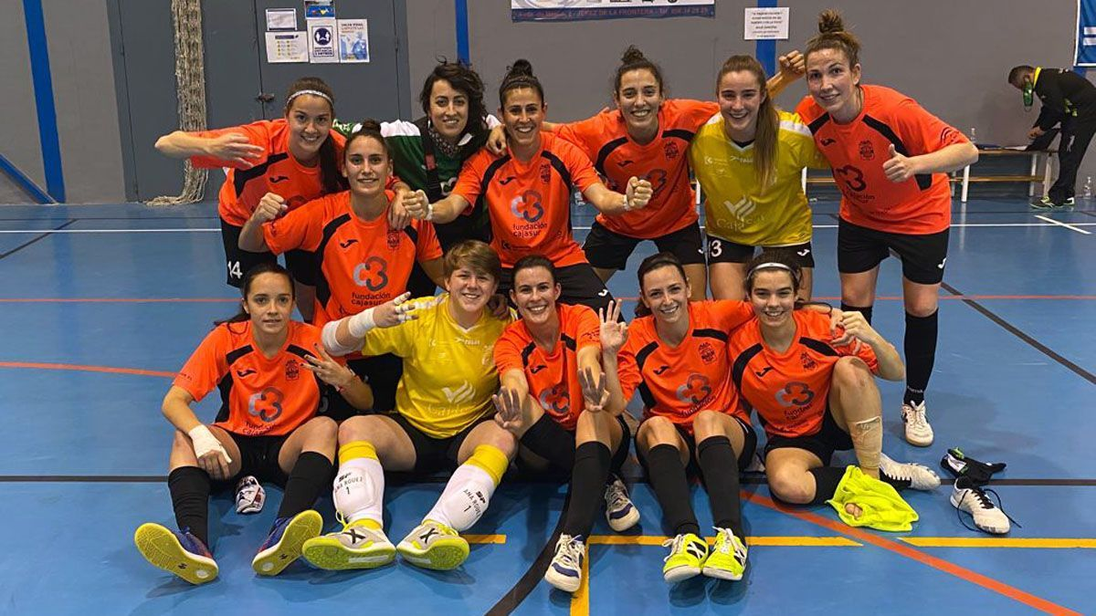 Las jugadoras del Deportivo Córdoba festejan el triunfo.