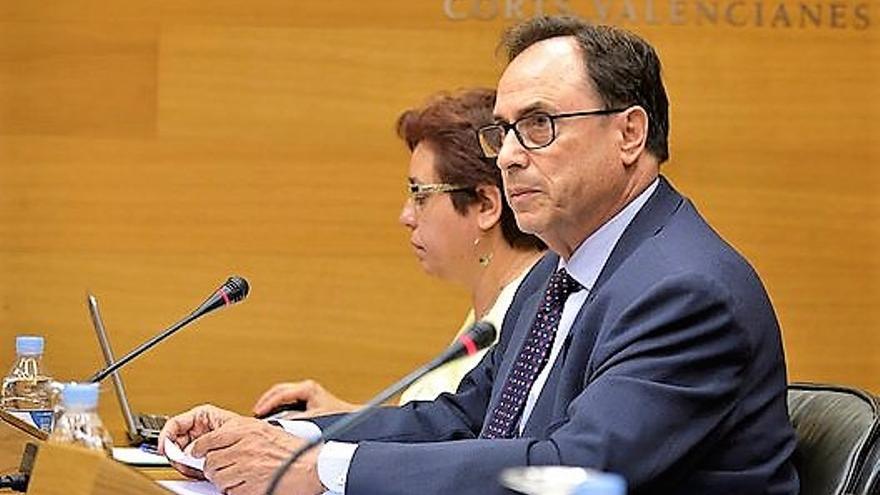 El conseller de Hacienda y Modelo Económico, Vicent Soler, comparece en las Corts