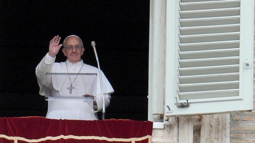 El papa se siente próximo a Ucrania y aboga por un diálogo constructivo