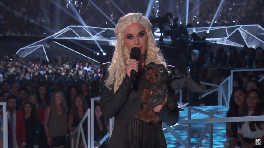 Katy Perry durante la presentación de los VMA's 2017