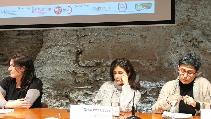 Olga Rodríguez, periodista cofundadora de eldiario.es, Eloísa Nos, profesora de Ciencias de la Comunicación de la UJI, y Lourdes Mirón, Presidenta de la Coordinadora valenciana de ONGD