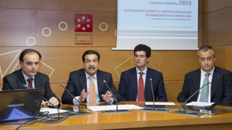 El empresario Enrique Gimeno, a la derecha de Francisco Martínez, en un acto de diputación celebrado en 2013