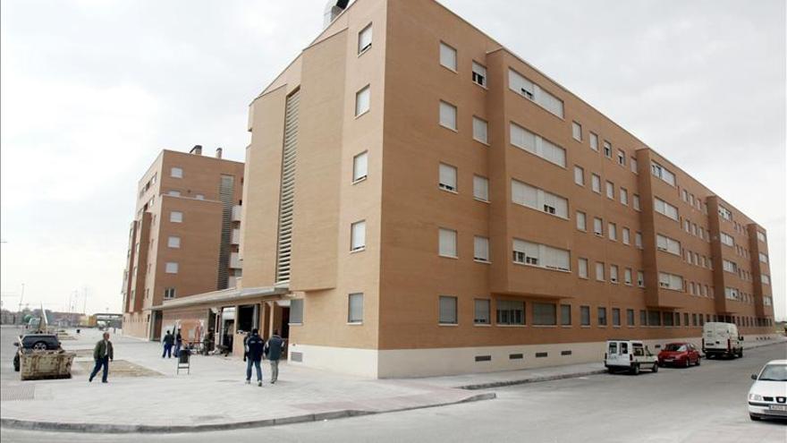 Las existencias de vivienda nueva caen un 6,9 por ciento en 2012, hasta 583.453