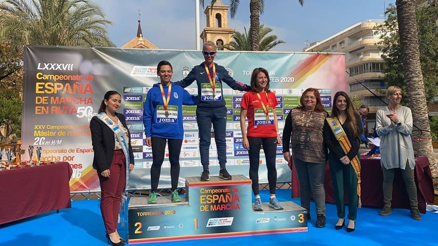 Marisa Pérez, en lo alto del podio en Alicante.
