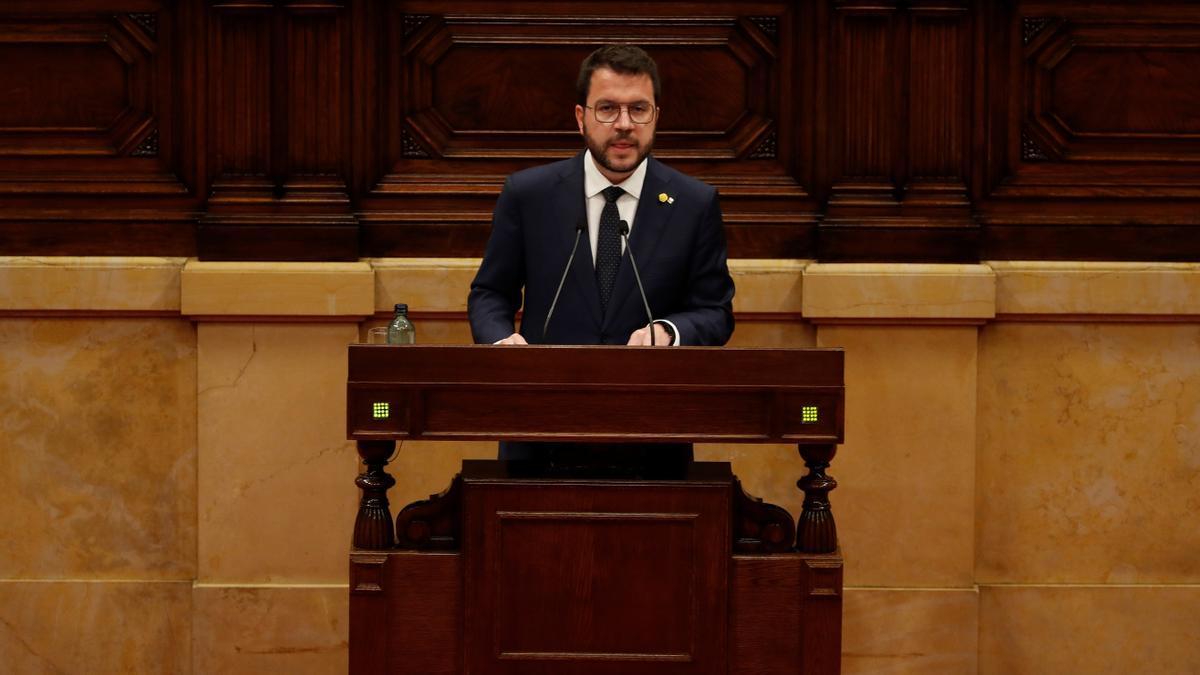 Aragonès, en la tribuna del Parlament
