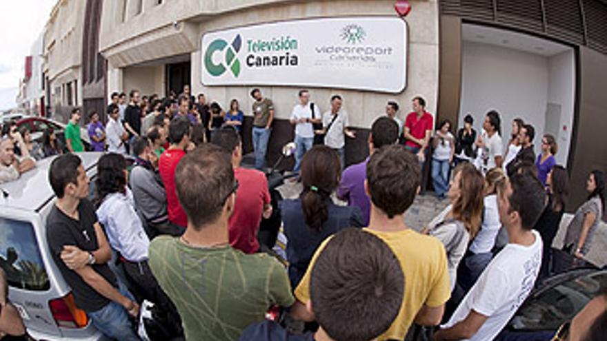 Reunión de los trabajadores de la Televisión Canaria en las instalaciones de Gran Canaria. (ACN / V3S / A.M.)