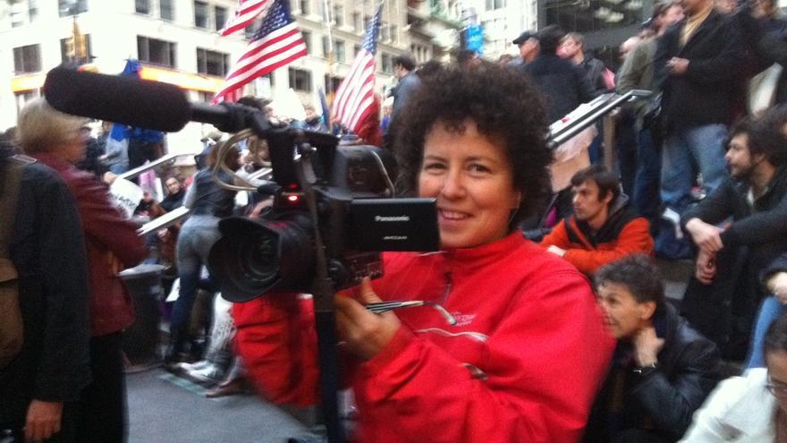 Cecilia Barriga rodando en medio de una asamblea de Occupy Wall Street. Foto: Antu Miranda